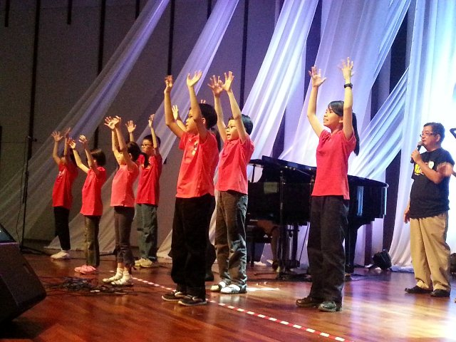 Children worshipping God from Kepong Evangelical Free Church (Chinese church)