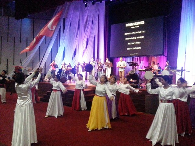 Worshippers dancing for God