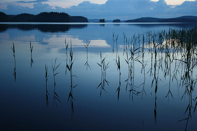 640px-Still_Water_At_Dusk