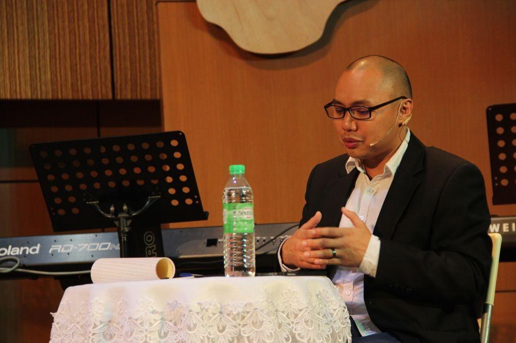 Jeremy Loh, the forum moderator