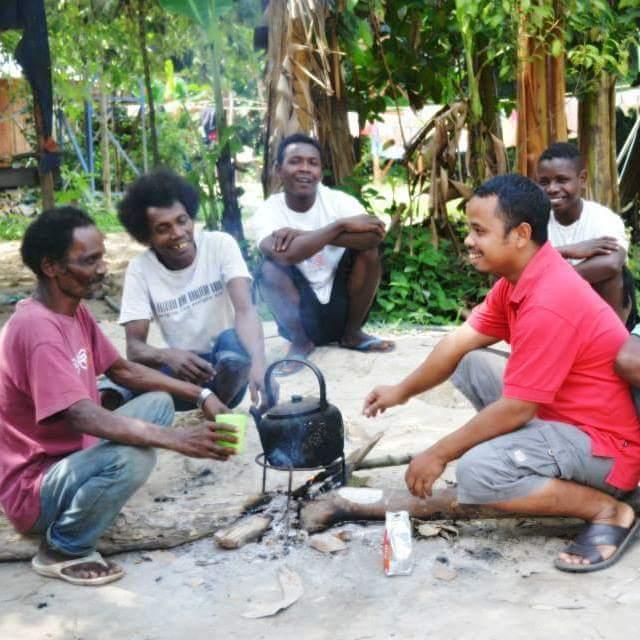 Sudir (sebelah kanan) berharap orang-orang asli akan bangkit dalam Roh Kudus Tuhan