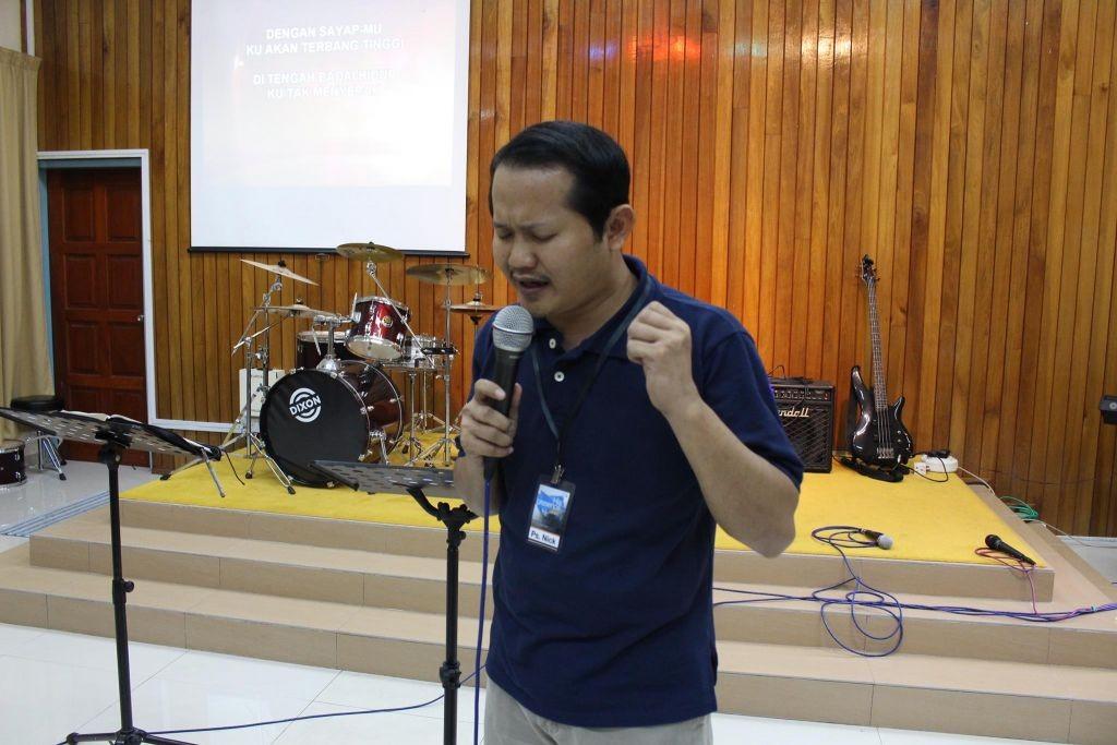 Pastor Nick Resien praying to God