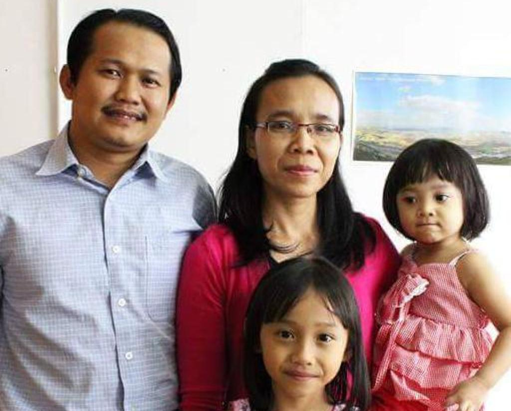 Pastor Nick Resien and his beautiful wife Lifes Tumi, and his daughter Feby and Fylia