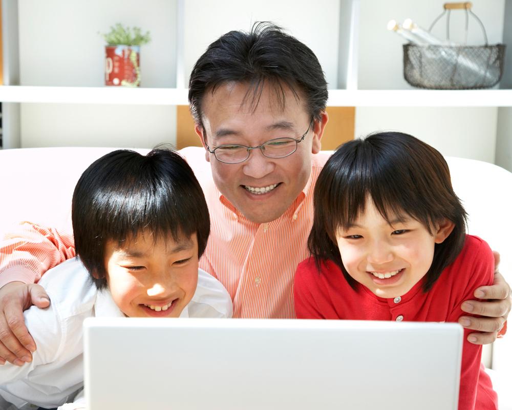 Asian-dad-kids