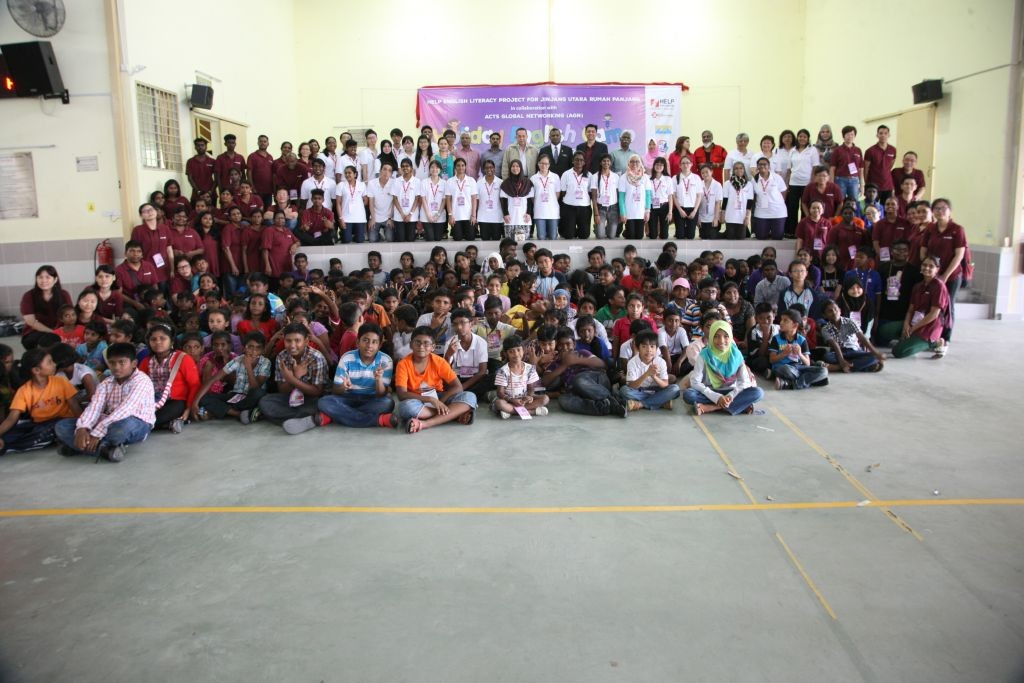 Group photo at the Closing Ceremony with the VIPS, Jinjang Utara children, teachers from HELP and volunteers from AGN