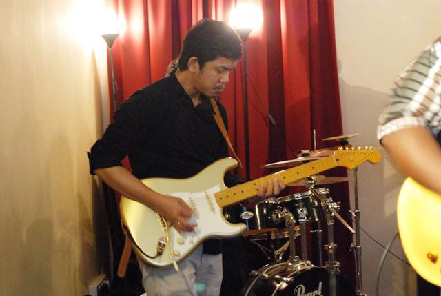Electric guitarist of The Movement, Edwin Manibo