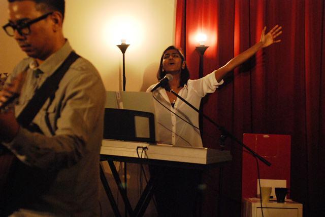 Shaveetha Dianithi, keyboardist of The Movement