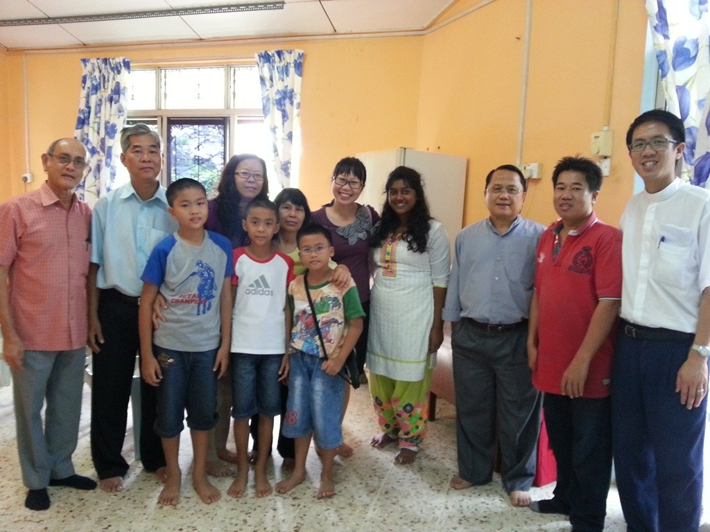 Pastor Simon Soh (far right) and his wife Pei Ting (5th from right) throwing a farewell gathering for Reverend James and his family