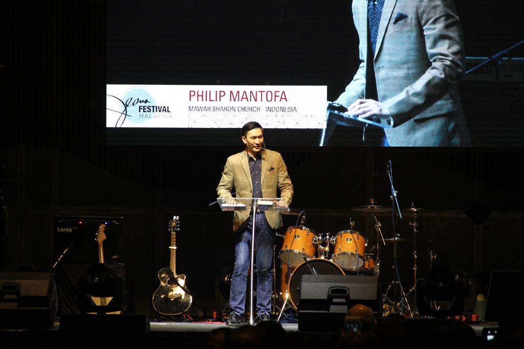 Pastor Philip Mantofa
