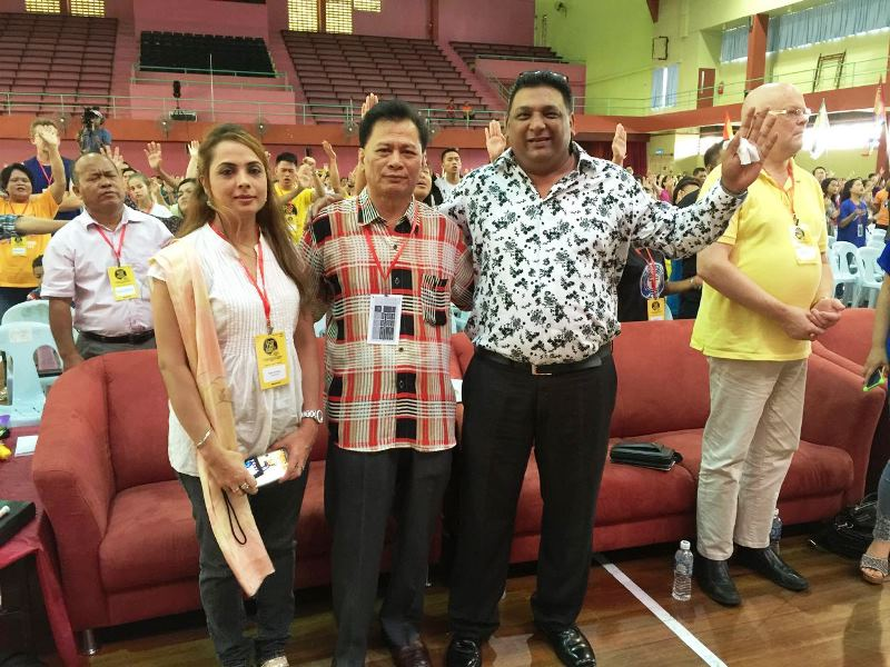 Pastor Suleman Manzoor (most right) with Pastor Augustine Saang (middle) in the First Borneo Revival Conference, Sandakan, Sabah