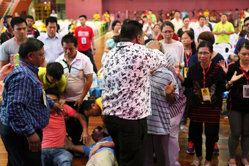 Pastor Suleman Manzoor praying for the attendees of the First Borneo Revival Conference, Sandakan, Sabah