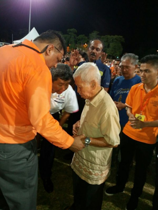 Pastor Suleman Manzoor praying for an attendee of the First Borneo Revival Conference