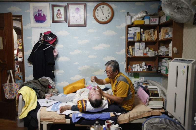 pastor-lee-jong-rak-feeds-his-25-year-old-son-lee-eun-man-who-has-cerebral-palsy-at-the-joosarang-church-in-seoul-south-korea-on-sept-18-2012