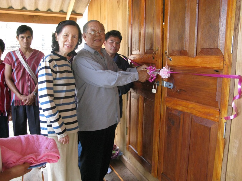 Mr Lee Khim Thian (right) cutting the ribbon with his wife (left), at the church's opening ceremony