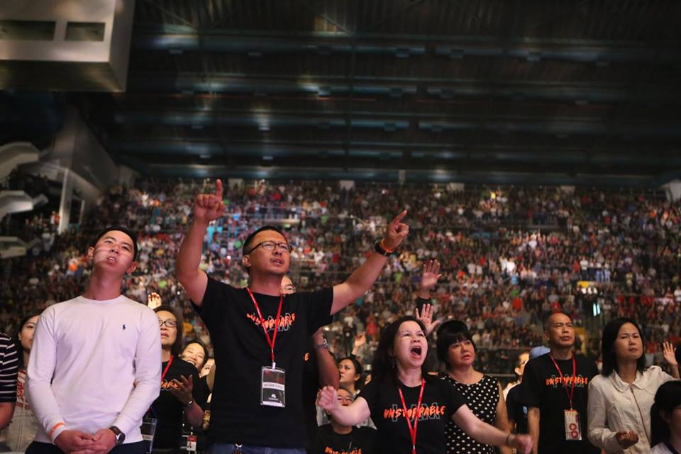 Attendees of E16 Festival worshipping God