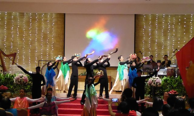 Shofar blowers with the dancers worshipping God together